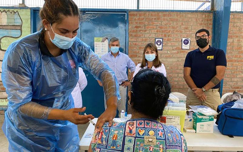 120 Funcionarios y usuarios de las residencias del Sename recibieron primera dosis de la vacuna contra el COVID-19